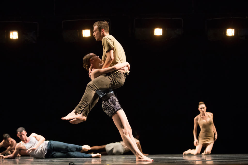 """Visceral Dance Chicago's Noelle Kayser and Braeden Barnes in Danielle Agami's """"Pick a Chair"""". Photo by Todd Rosenberg."""