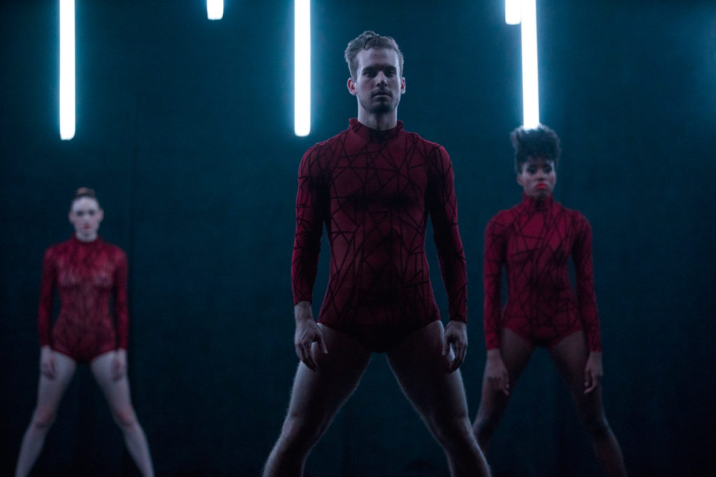 """Visceral Dance Chicago in Nick Pupillo's """"Synapse"""". Photo by Todd Rosenberg."""