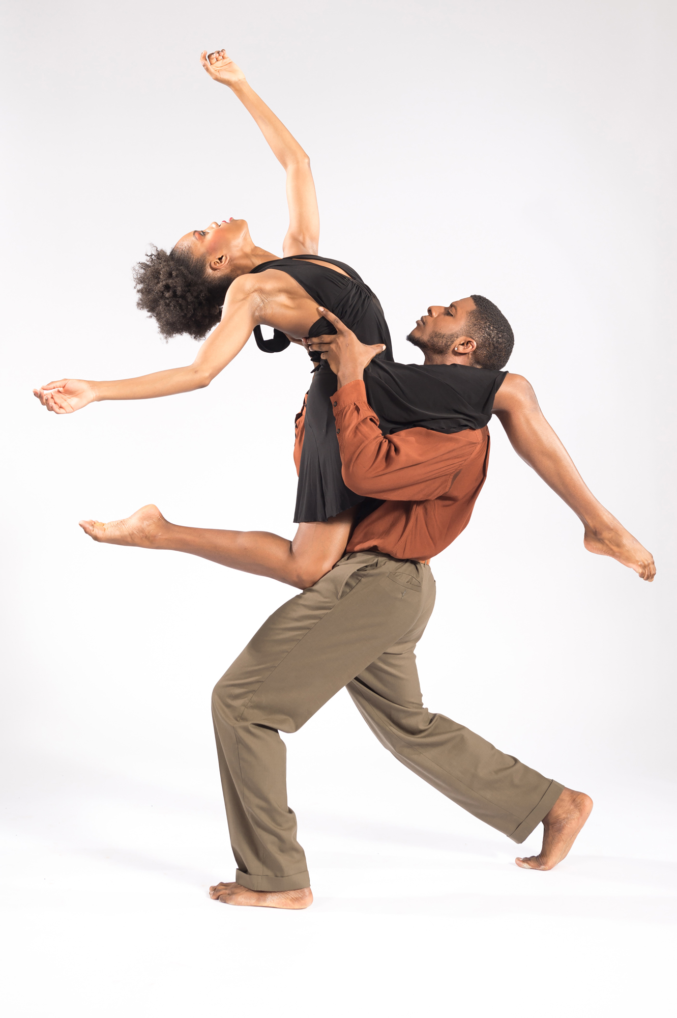 "Deeply Rooted Dance Theater's ""INDUMBA"" (Photo by Ken Carl)"