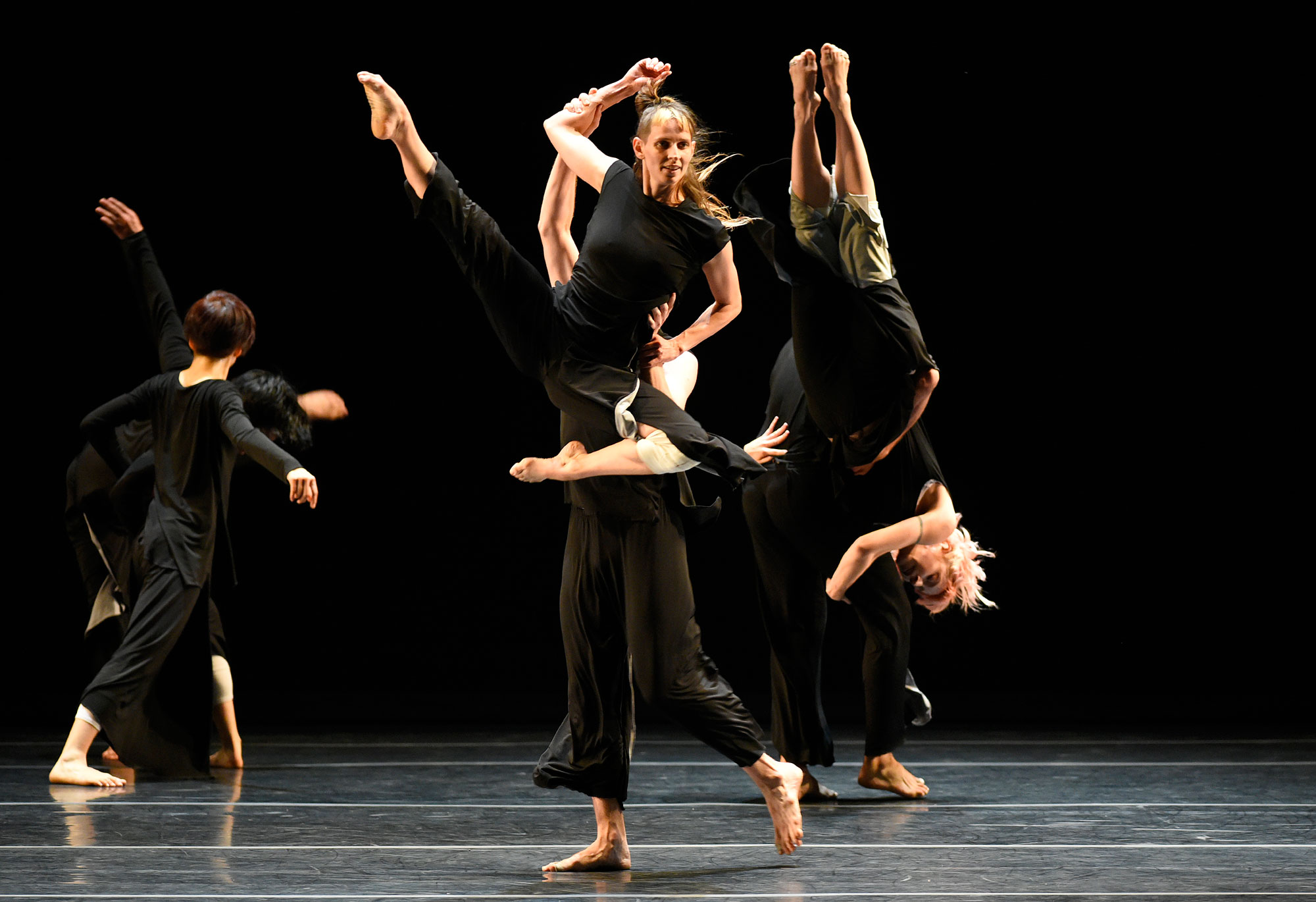 "Doug Varone and Dancers performing ""Lux"" (Photo by Grant Halverson, copyright The American Dance Festival, courtesy of Doug Varone and Dancers)"