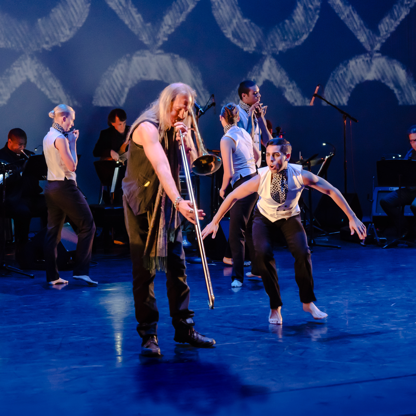 Here Comes Treble by 2017 CRDT Choreography Fellow Taylor Mitchell and Dan Hesler in concert, October 2017. Pictured: musicians Pharez Whitted, Stu Greenspan and Joe Cerqua*; dancers Quincie Bean, Jordan Colovos and Richard Pena* * artists at forefront (Photo by Dan Kasberger)