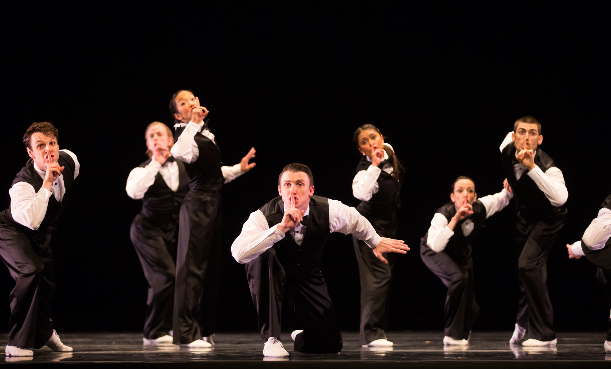 Hubbard Street Dance Chicago in Lou Conte's The 40s (Photo by Todd Rosenberg)